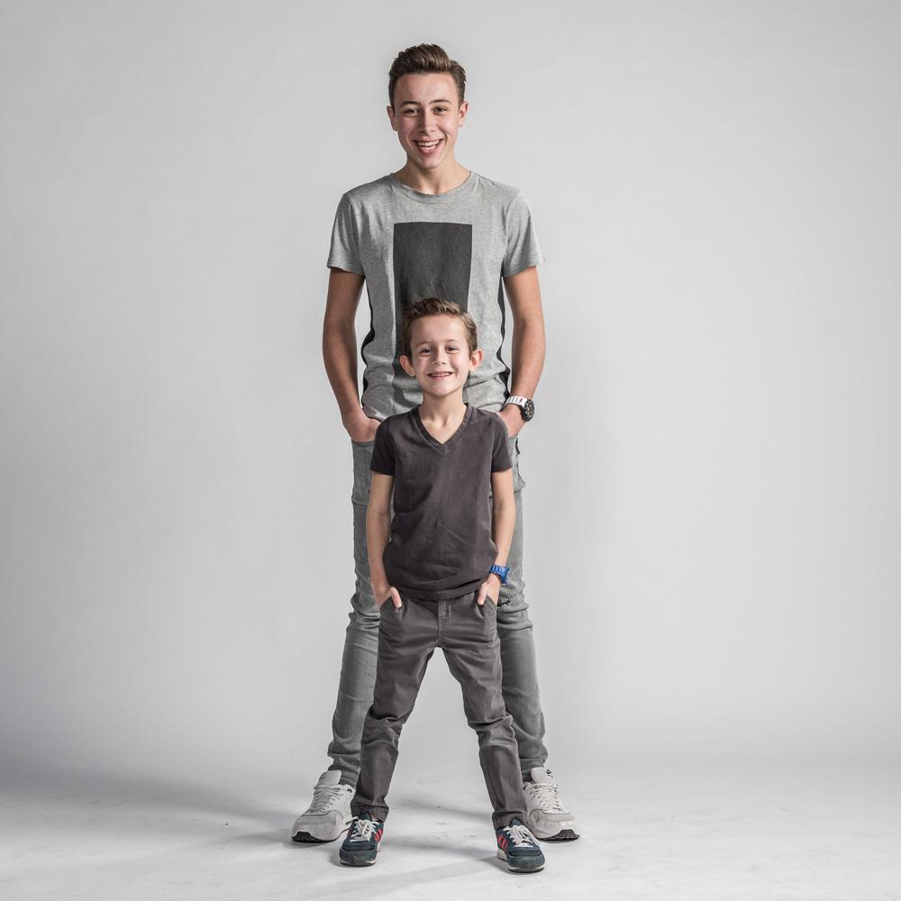 fotoshoot van twee broers - broederliefde