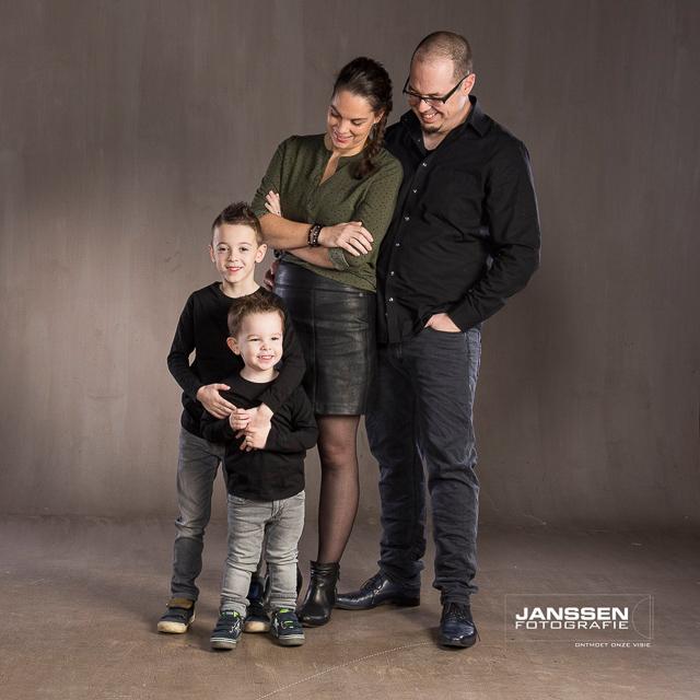 gezinssessie met zijn allen op de foto (1 van 9)