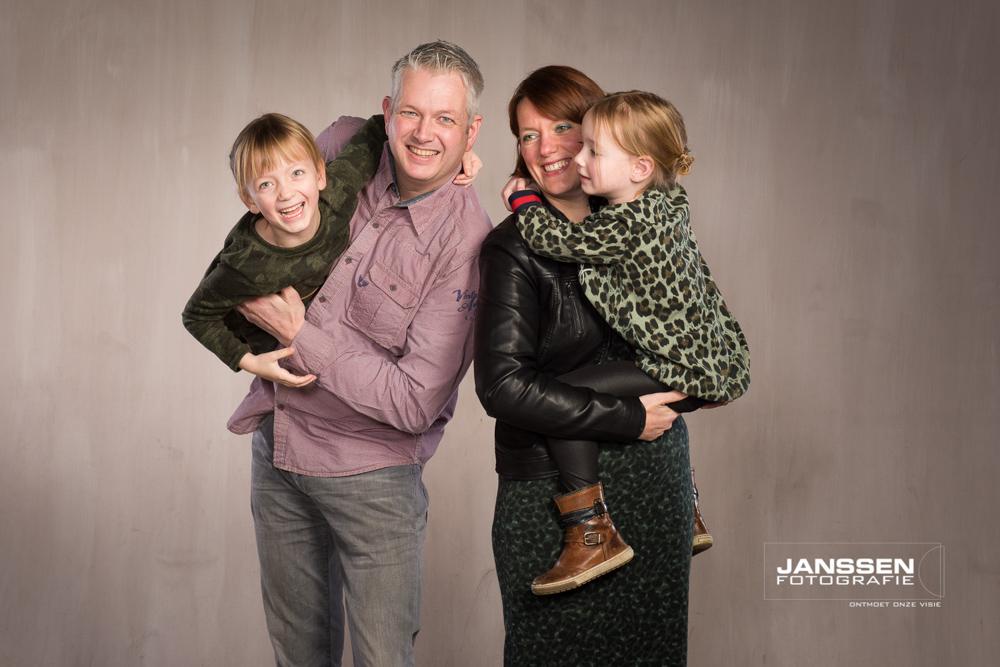 Een lieve gezinsfotoshoot in de studio