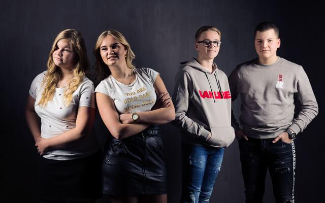 jongeren groepsfoto voor oma
